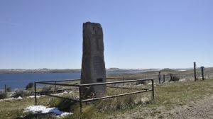 Lake De Smet met een gedenksteen